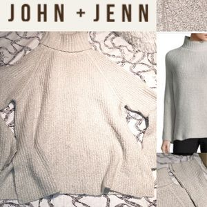 JOHN + JENN CHUNKY OVERSIZED HIGH NECK SWEATER M